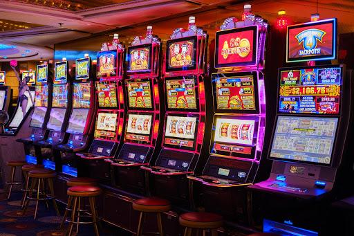 Nên chơi Slot ở nhà cái uy tín nào?