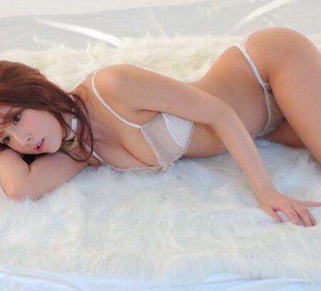 Loạt ảnh diện bikini bé xíu siêu mỏng bỏng mắt của nữ hoàng JAV Yua Mikami