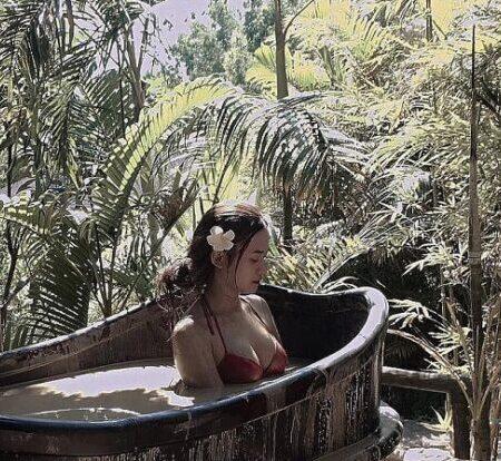 Hot girl Việt ngực khủng Thảo Pâu đốn tim dân mạng