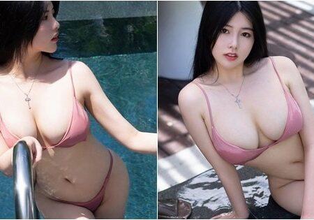 Selena: Gái xinh ngực khủng đọ dáng cùng bikini hai mảnh