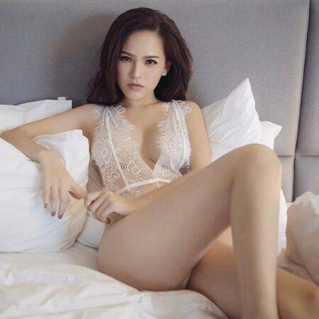 Phi Huyền Trang thánh nữ mì gõ diện bikini nóng bỏng mắt