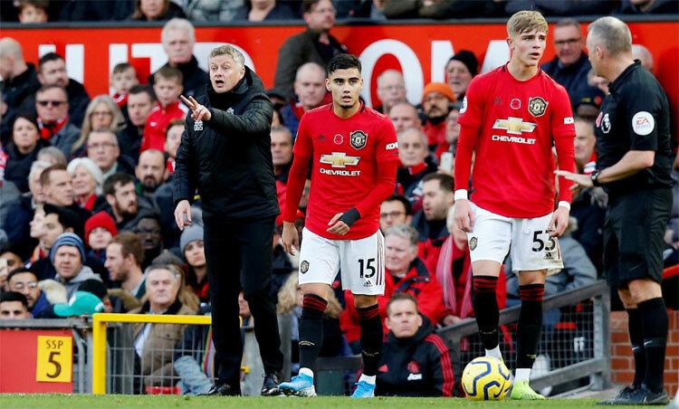 Như nhiều CLB khác, tình hình tài chính Man Utd đang xấu đi. Ảnh: Reuters.