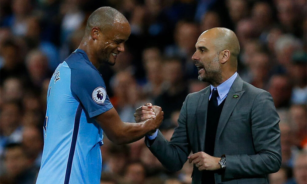 Guardiola và Kompany có quan hệ rất tốt trong bốn năm làm việc chung ở Man City. Ảnh: Reuters.